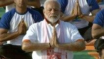 World Yoga Day : PM Modi joins thousands to perform yoga in Dehradun | Oneindia News
