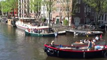 Sur les canaux d'Amsterdam c'est l'anarchie totale entre les touristes en bateau