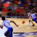 Sous les yeux de ses parents, LeBron James Jr (13 ans) monte au dunk