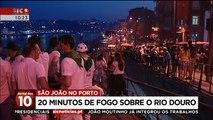 São João no Porto com fogo de artifício sobre o rio Douro