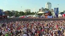 بث مباشر: من مهرجان المشجعين في سامارا، مشجعون يتابعون مباراة الأوروغواي ضد نظيره الروسيVia: Ruptly