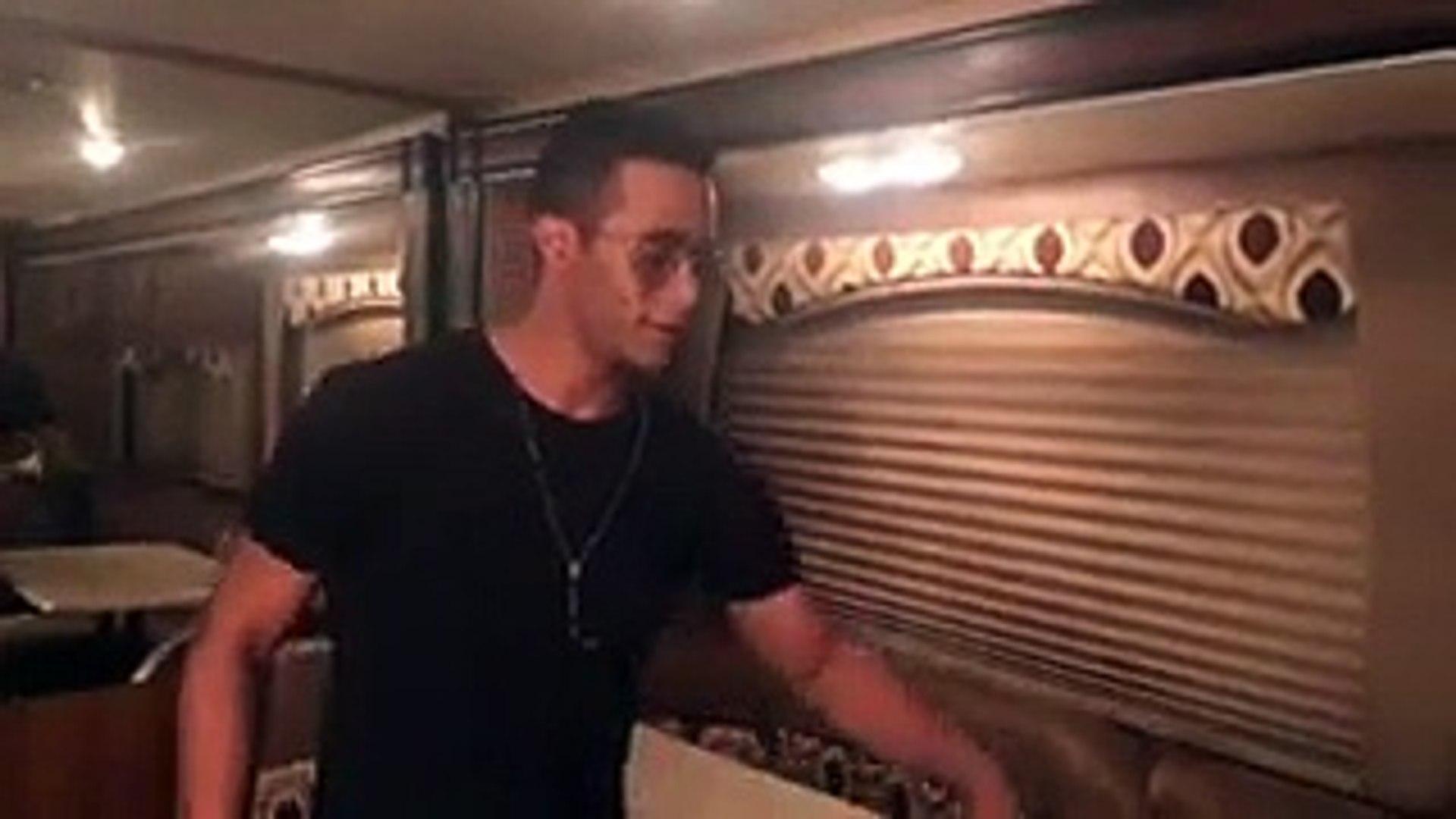 محمد رمضان يتسلم جائزة من يوتيوب