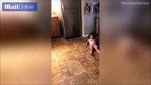 شاهد ما حدث لفتاة بعد رؤية صورة لشخصية من فيلم رعب شهير داخل الثلاجة