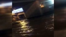 Kadıköy'de sel sularının bastığı alt geçit dereye döndü