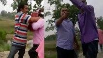 जमीन नापने गए सरकारी अधिकारियों को दबंगों ने पीटा, वीडियो वायरल