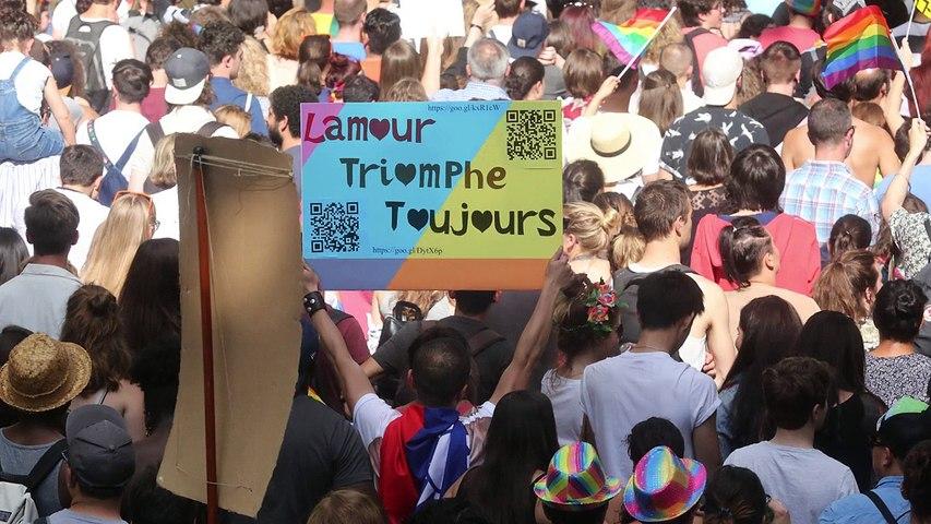 Amour, jeux de mots et provoc' : les slogans hauts en couleurs de la Marche des fiertés à Paris