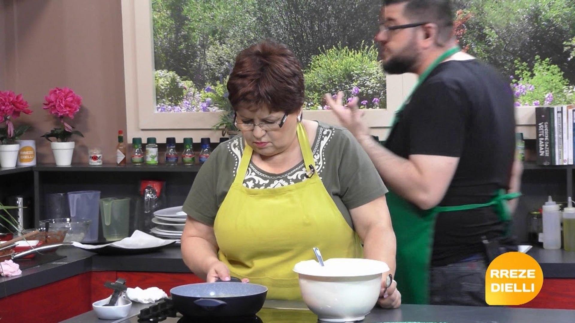 Te gatuajme me Zonjen Vjollca PJ2 Patllixhane te mbushur me gjize ne furre, Petulla me kos per mengj