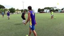 Cet #ArPitre, il se croit vraiment tout permis ! Même d'arPitrer l'entraînement de #foot des pompiers de #Papeete et des agents de l'OPT, qui n'avaient rien d