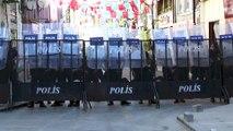 Sivas Olayları'nın 25. yılı -Protokol üyeleri karanfil bıraktı -  SİVAS