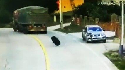 Un automobiliste se fait surprendre par un pneu