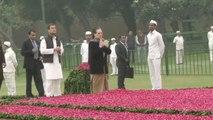 Indira Gandhi birth anniversary: Rahul, Sonia Gandhi, Congress leaders pay tribute | OneIndia News