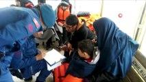 - Göçmen kadın 44 kişinin hayatını kurtardı- Balıkesir'in ayvalık ilçesinde yumurta adasında karaya oturan teknedeki 13'ü çocuk 44 kişi nefes kesen operasyonla kurtarıldı- Eşinin telefonunundan 158'i arayan mülteci kadın 44 kişin...