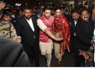Ranveer Singh & Deepika Padukone By Protecting From FANS & Media At Mumbai Airport.