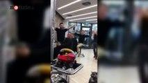 """Il bimbo piange dal barbiere: i clienti gli strappano un sorriso cantando """"Ci son due coccodrilli..""""   Notizie.it"""