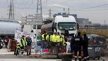 """Nerfs à vif en France : les """"gilets jaunes"""" bloquent des dépôts pétroliers"""