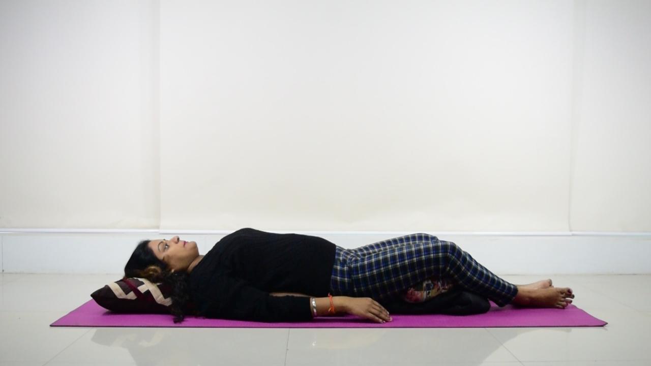 English Headline: Restorative Yoga: ये आसान सा योग, देगा ढेरों फ़ायदे   Boldsky