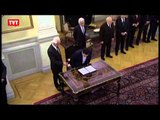 Esquerda assume governo grego e rumo do país é incerto.