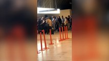 Mickael Youn bloqué à l'aéroport de Nice