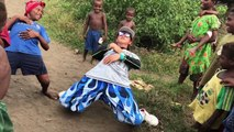 Démo de Danse Hip Hop dans un village en Afrique !