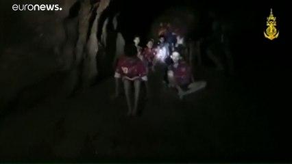 12 çocuk mağarada mahsur kaldı!