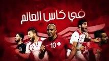 Des supporters tunisiens s'amusent avec un supporter anglais