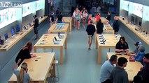 4 individus dévalisent un Apple store
