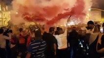 Les fumigènes sont au rendez-vous sur l'avenue Saint-Rémy à Forbach après la victoire des Bleus sur la Belgique