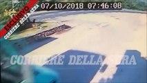 Le violent accident de Georges Clooney à scooter qui percute à pleine vitesse une voiture à l'arrêt