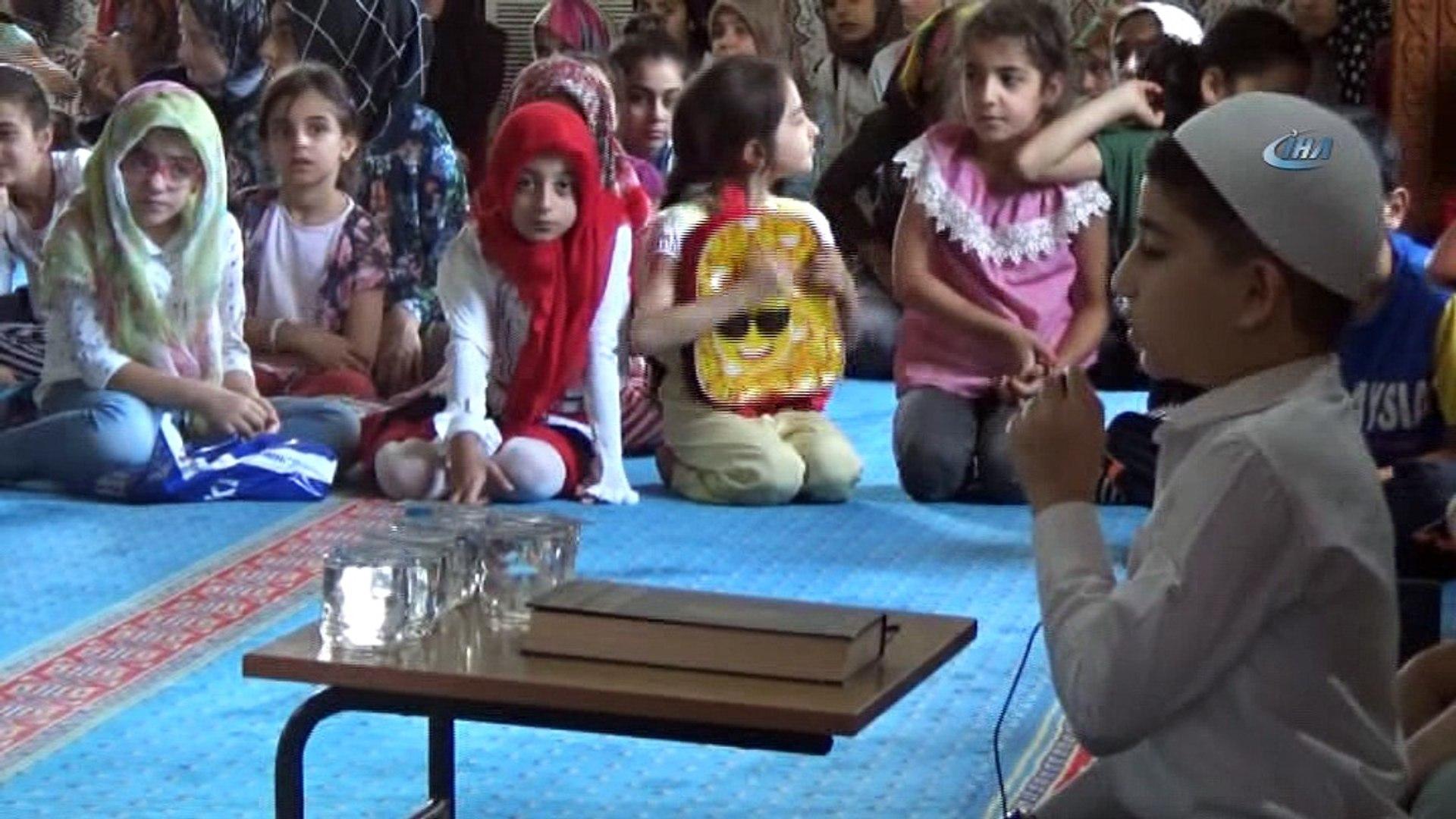 Kuran kursu öğrencileri, 15 Temmuz Şehitleri için dua etti
