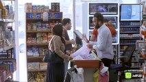 سيدة عراقية متعثرة في سداد أحد الأقساط شاهد كيف تصرف الناس