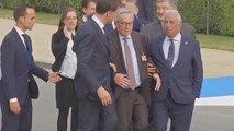 شاهد: رئيس المفوضية الأوروبية يتعثر مراراً قبيل عشاء لقادة الناتو
