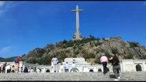 Miles de personas acuden al Valle de los Caídos para mostrar su rechazo a la exhumación de Franco