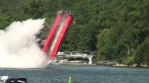 Un bateau Offshore s'envole à plus de 250kmh! Terrible