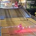 Elle chute en vélo entre 2 parties d'un pont levant !