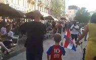 Un homme croate et son fils se font acclamer en marchant à Bruxelles !