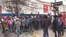 Cientos de haitianos protagonizan largas filas en Santiago para ser legales en Chile