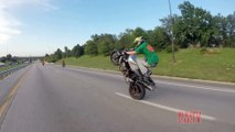 Street Bike POLICE CHASE Motorcycle Stunts Running From The COPS MOM Ride 2016 BIKERS VS COP VIDEO