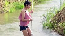 Khmer girl catching fish - Amazing beautiful girl catch fish at the rice field in my village