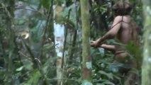 Las increíbles imágenes del último superviviente de una tribu en la Amazonía