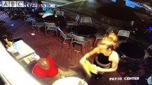 Garson kadın, kendisini elle taciz eden müşteriyi  duvara fırlattı!