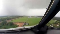 Ce pilote de ligne traverse un nuage à l'atterrissage. Impressionnant