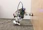 Enseñan a los robots a usar sus manos para evitar caídas