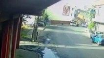 Motosiklet sürücüsü önce otomobile sonra kamyona çarptı... O anlar kamerada