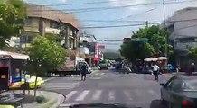 Así atendió Comandos de Salvamento a la llamada sobre el incendio en Centro Comercial El Buen Precio, en el Centro de San Salvador.Vídeo cortesía Comandos de