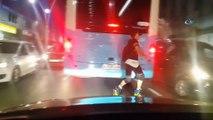 İstanbul'da patenli gencin tehlikeli yolculuğu kamerada