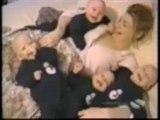 Trop mignons Bébés quadruplés qui se fendent la poire