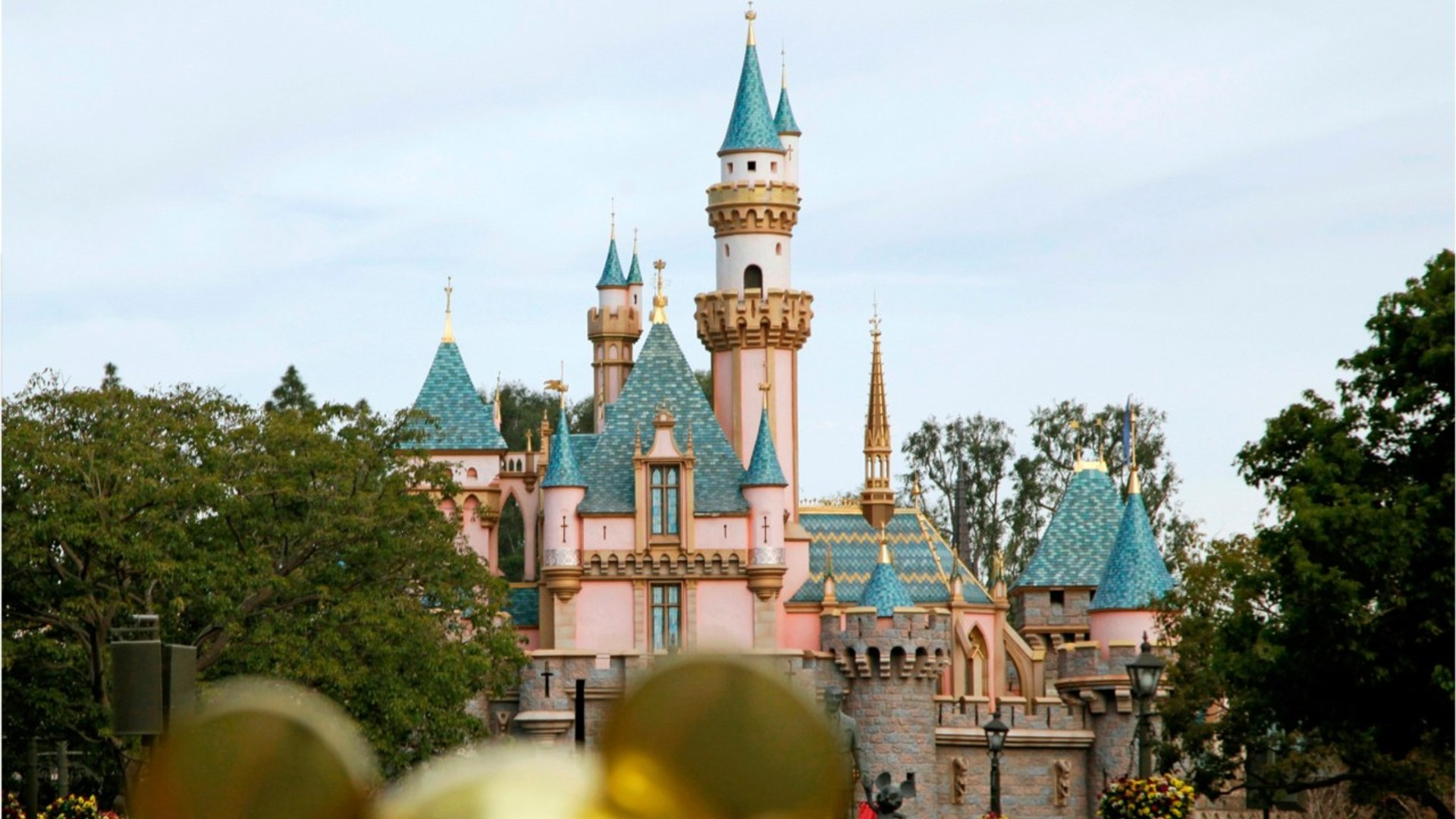 Disneyland Resort Proposes To Raise Minimum Wage For California Park Workers