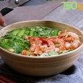 Avocat & crevettes, voilà de quoi faire une salade fraîche, légère et nourissante La recette :