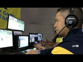 Árbitro de Vídeo (VAR): Alessandro Matos, 18 anos de FIFA, é um dos alunos do curso da CBF
