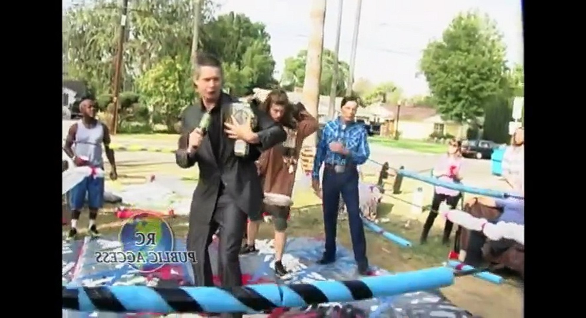 Workaholics S05xxE02 Front Yard Wrestling HD Watch
